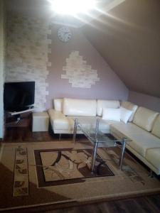 A seating area at Apartament w Centrum Charzykowy