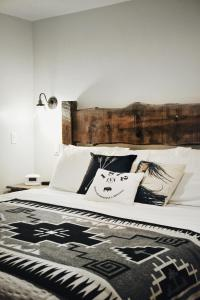 A bed or beds in a room at 1872 Inn - Adults Exclusive