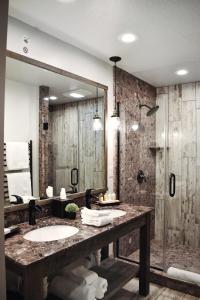 A bathroom at 1872 Inn - Adults Exclusive