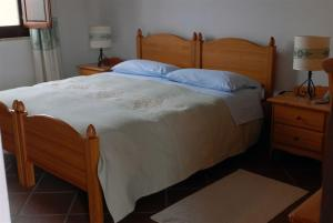 A bed or beds in a room at Hotel Su Nuraxi