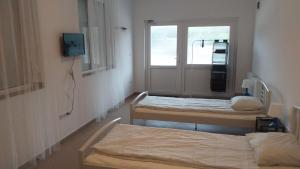 A bed or beds in a room at M0 Motel Taksony