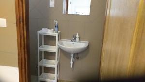 A bathroom at M0 Motel Taksony