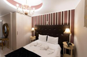 A bed or beds in a room at Pension Dafni