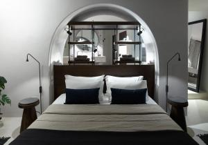 A bed or beds in a room at Vora