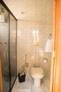 A bathroom at Casa confortável em Guaratinguetá