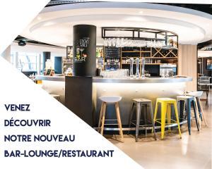 Salon ou bar de l'établissement Campanile Hotel Senlis