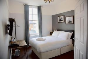 A bed or beds in a room at The Mortimer Arms