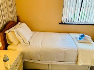A bed or beds in a room at Housefield Single 3