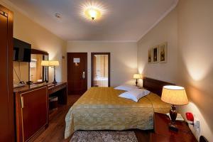 Una cama o camas en una habitación de Hotel Nostos