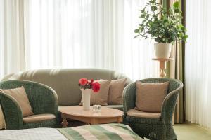Ein Sitzbereich in der Unterkunft Hotel Villa Auguste Viktoria