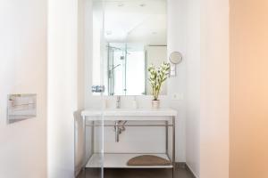 Salle de bains dans l'établissement Rooms & Suites Loft 2H Deluxe Edition Arrecife