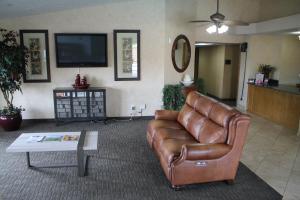 A seating area at Sunrise Inn