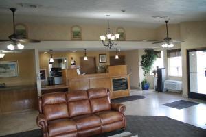 The lobby or reception area at Sunrise Inn