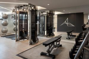 The fitness center and/or fitness facilities at Vancouver Airport Marriott Hotel