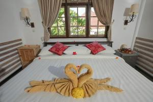 A bed or beds in a room at Martas Hotel