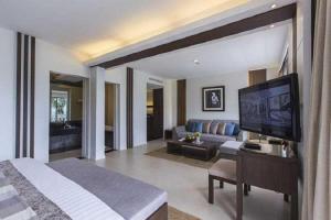 Гостиная зона в Cape Panwa Hotel Phuket - SHA Plus Certified