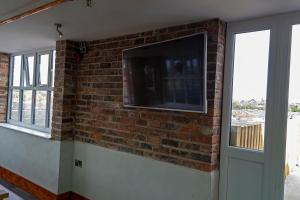 A television and/or entertainment center at Potbank