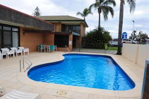 The swimming pool at or near Mildura Plaza Motor Inn