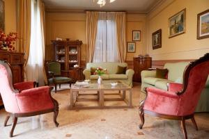 A seating area at Casino di Pragatto