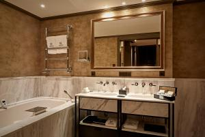 A bathroom at Hotel TwentySeven - Small Luxury Hotels of the World