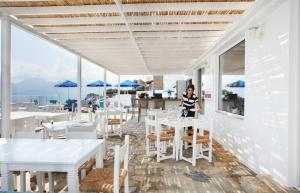 A restaurant or other place to eat at Karma Minoan