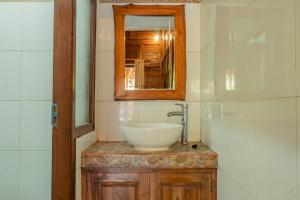 A bathroom at Ba Bar Cottage