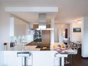 A kitchen or kitchenette at Apartment Genziana B