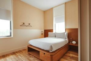 Un ou plusieurs lits dans un hébergement de l'établissement Sister City New York