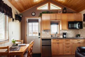 A kitchen or kitchenette at Prairie Rose Cottage