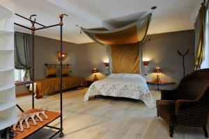 A bed or beds in a room at Zinck Hôtel