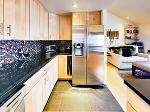A kitchen or kitchenette at 322 Park Avenue Duplex Duplex