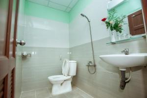 A bathroom at Eden Hotel Sài gòn