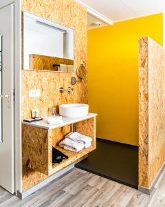 Een badkamer bij Boutique Hotel Charley's