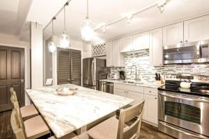 A restaurant or other place to eat at 731 East Durant Avenue Condo Unit 22