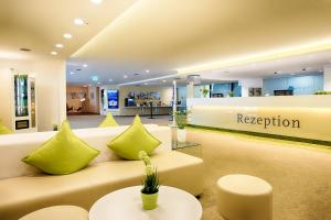 The lobby or reception area at Select Hotel Erlangen