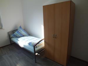 A bed or beds in a room at Ferienwohnung in Nürnberg