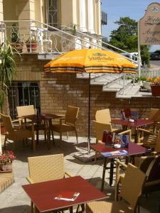 Ein Restaurant oder anderes Speiselokal in der Unterkunft Hotel Villa Auguste Viktoria