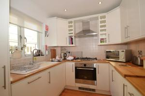 A kitchen or kitchenette at Little Willow