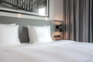 Кровать или кровати в номере Radisson Hotel Zurich Airport