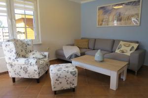 Ein Sitzbereich in der Unterkunft Ferienhaus Prerow