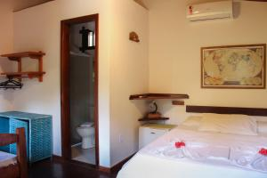 A bed or beds in a room at Pousada Piratas