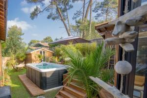 The swimming pool at or near Wood'n Sea Surf Lodge - Auberge De Jeunesse
