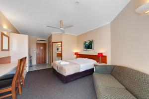 A bed or beds in a room at Tropical Queenslander