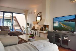 Telewizja i/lub zestaw kina domowego w obiekcie VILLA ISABEL II