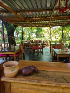 A restaurant or other place to eat at Kamunjila Lodge