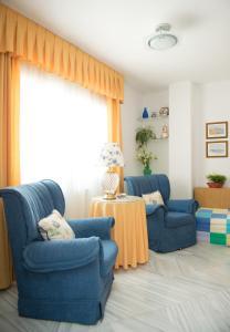 A seating area at Hostal Camino Real