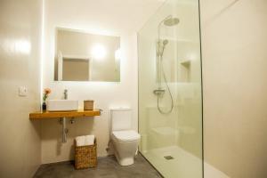 Un baño de Los Lirios Hotel Rural - Adults Only