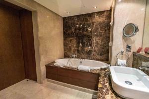 حمام في Gulf Hotel Bahrain