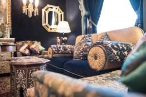 Ein Sitzbereich in der Unterkunft Grand Hotel du Lac