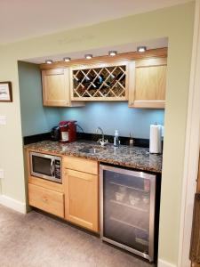 A kitchen or kitchenette at Private room and bath in charming bungalow